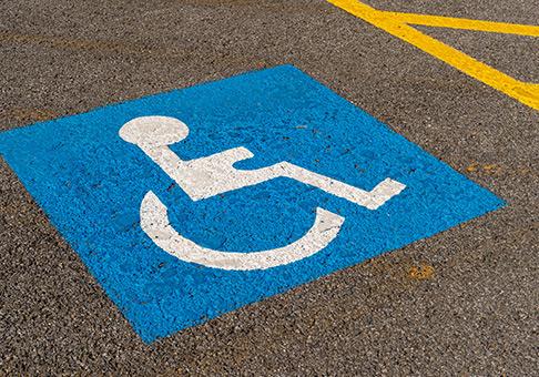 障がい者用の駐車スペース完備