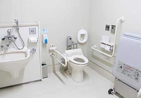 多目的トイレを完備しています