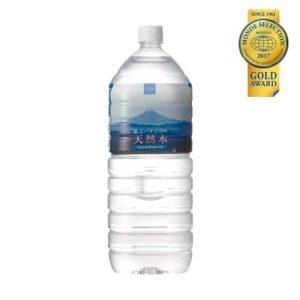 国際優秀品質賞(優秀品質金賞 3年連続受賞)「富士バナジウム天然水2L(本体価格 90円)」 富士山麓から汲み上げた天然水を、そのままパック。天然ミネラルのバナジウムを豊富に含んだ、まろやかな軟水です。