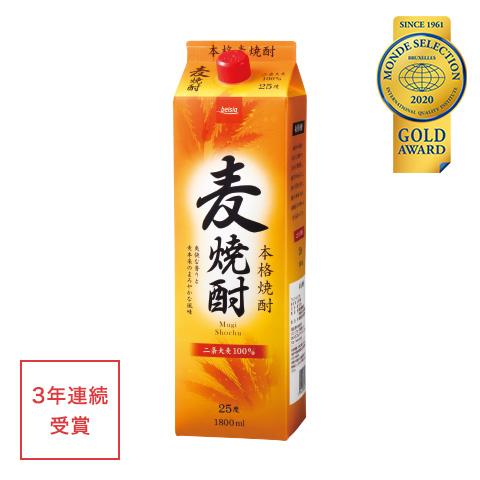 優秀品質金賞「麦焼酎25度 1.8L(本体価格980円)」 二条大麦を100%使用し、白麹で丁寧に仕込みました。果実のような香りと、爽快でキレのある味わい。※20歳以上の年齢であることを確認できない場合には酒類を販売いたしません。